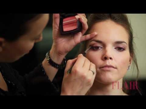 Modelle al trucco con prodotti Chanel