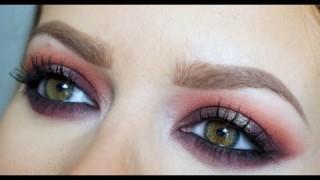 Makeup ispirato a Rihanna con rossetto viola scuro