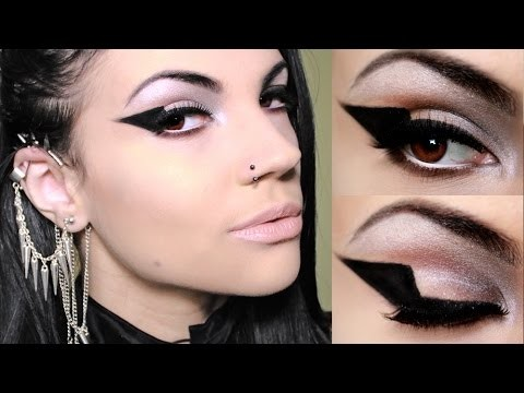 Eyeliner nero grafico con gel