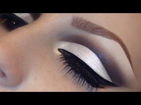 Trucco occhi con eyeliner e glitter argento