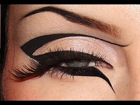 Eyeliner nero grafico tendenza Autunno Inverno 2015 – 2016