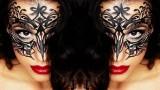 Maschera di carnevale con eyeliner