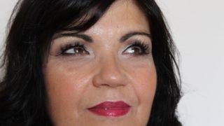 Trucco video tutorial per 50enni con capelli neri